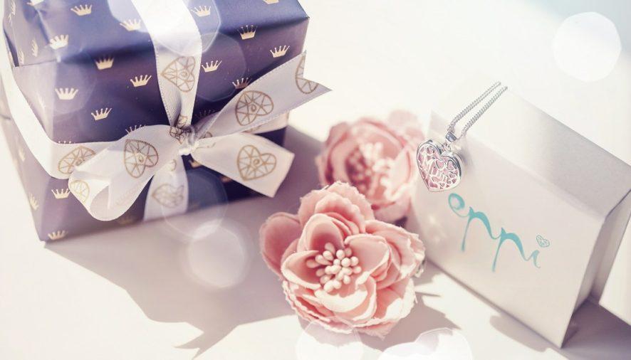 Šperk ako darček ku Dňu matiek