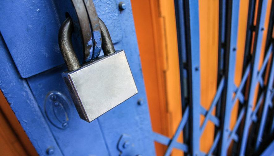 Vchod musí byť bezpečný, no nezanedbávajte ani pivničné okno!