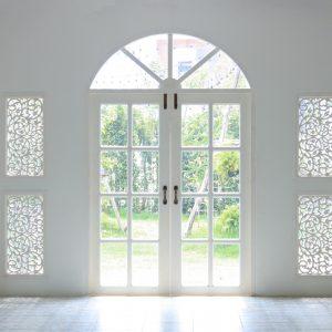 Čo obnáša kúpa nových vchodových dverí